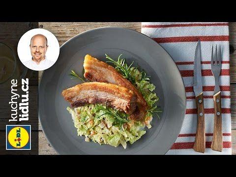 Konfitování je tradiční francouzský způsob nakládání masa v soli. Vyzkoušejte konfitovaný bůček a podávejte ho s voňavým zelím. Toto jídlo si určitě vychutná...