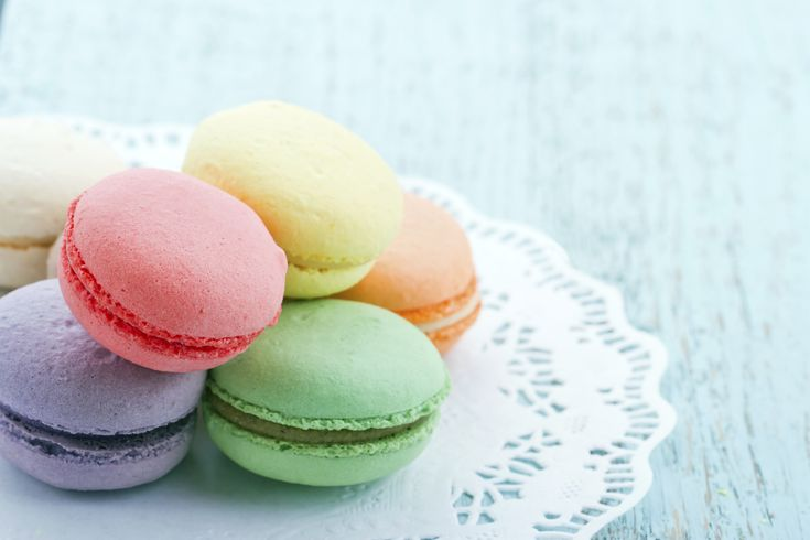 Haz esta receta y prepara unos macarrones dulces deliciosos, puedes hacerlos de distintos colores y cambiar el relleno al que sea de tu preferencia.