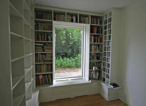 Boekenkast om ramen maken