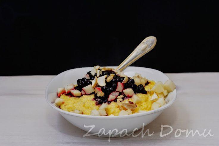 Piłka w Kuchni: Kaszka kukurydziana z owocami