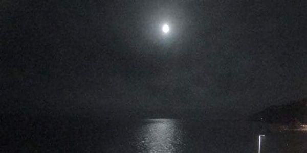 Εντυπωσιακό βίντεο: Η στιγμή που ένας μετεωρίτης -πιο φωτεινός από το φεγγάρι- πέφτει στη Γη
