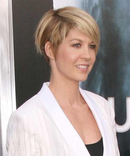 28 Short Straight Casual Hairstyles | http://www.short-haircut.com/28-short-straight-casual-hairstyles.html