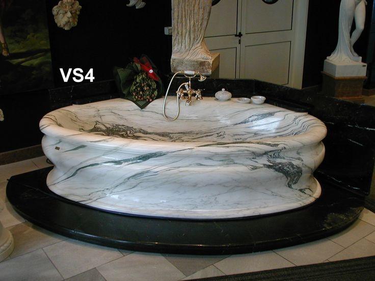 Vasca in marmo Breccia Orientale lucida - http://test.achillegrassi.com/project/vasca-in-marmo-breccia-orientale-con-gradino-in-nero-marquina-lucido/ - Superba Vasca ad angolo 90° in Marmo Breccia Orientale cipollino con gradino in Nero Marquina Spagnolo lucido Dimensioni:  220cm x 130cm x 63cm