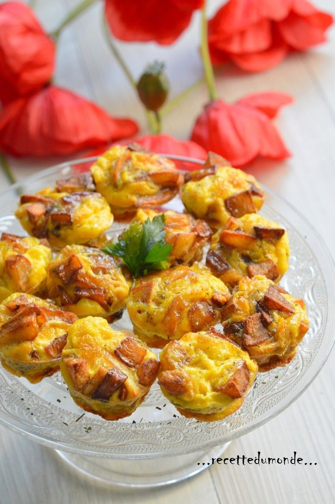 Hello! S'est toujours un grand succès a la maison ; la galette Tortillas de pomme frites à l'omelette! Voici la version bouchées Bouché, pour accompagner une entrée par exemple !! Ingrédients; . 4 pomme de terre . 1 oignon . un bain d'huile . 4 œufs bio...