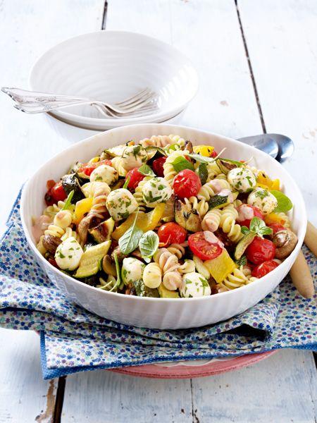 Nudelsalate sind ein echter Hochgenuss! Ob zum Mittagessen oder für die Party - der Klassiker schmeckt immer. 19 raffinierte Nudelsalat Rezepte