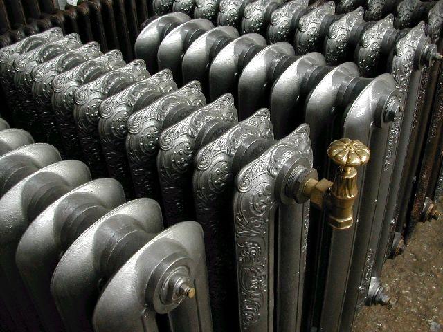 """ALPHAMETAL  TARIFS DES RADIATEURS ORNÉS """"ROCOCO"""" ET DES AUTRES MODÈLES ANCIENS ORNÉS    Prix hors TVA pour un élément de radiateur.  Le radiateur est livré entièrement rénové et bénéficie d'une garantie de 2 ans.  Modèle flambeau existe jusqu'à 125 cm de hauteur. Ajouter 7 € HT par élement sur le tarif dans toutes les tailles.  Modèle, Coquelicot, National, Marguerite. Ajouter 15 € HT par élement sur le tarif dans toutes les tailles."""