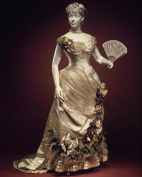 Evening dress by House of Worth, ca. 1882, Metropolitan Museum of Art