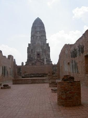 Temple of the Royal Restoration (Wat Ratchaburana)