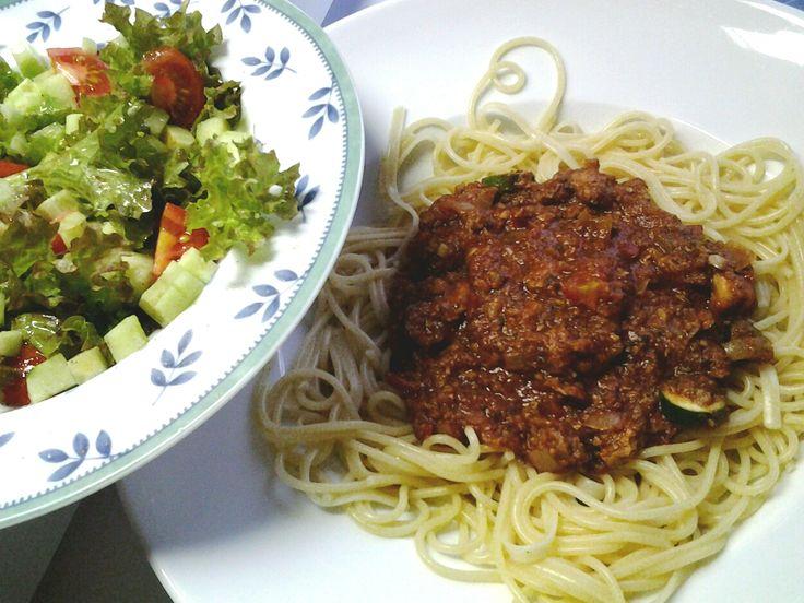 Spagetti Bolognese vegan und Salat