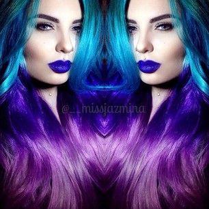 Como esta extrañamente bonita peluca sombreada de verde azulado a púrpura. | Estas pelucas con los colores del arco iris demuestran que el pelo artificial es bonito
