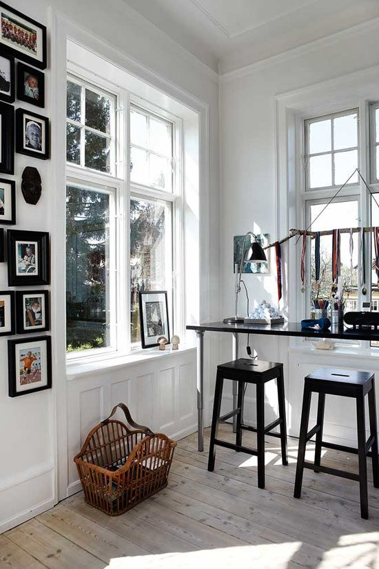 Lovely roomWall Decor, Black And White, White Walls, Interiors, Work Spaces, Workspaces, Black White, Gallery Wall, Home Offices