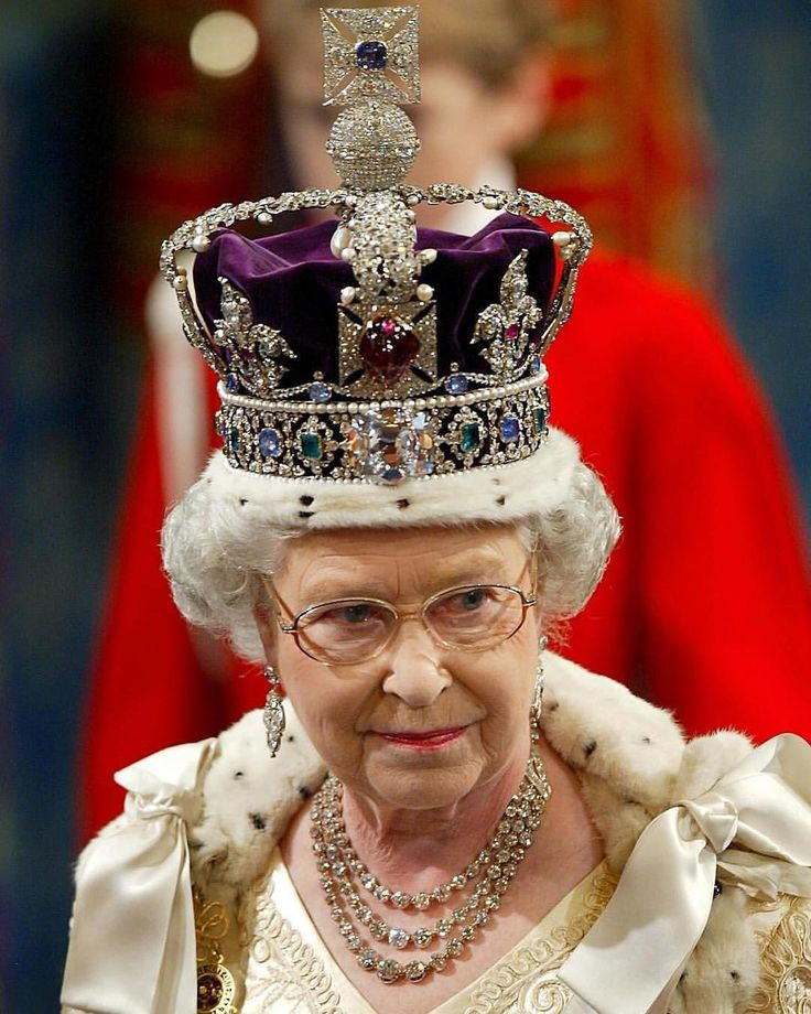"1,266 gilla-markeringar, 12 kommentarer - The Royal Family (@britainsmonarchy) på Instagram: ""Her Majesty The Queen wearing The Imperial State Crown. The Imperial State Crown is one of the…"""
