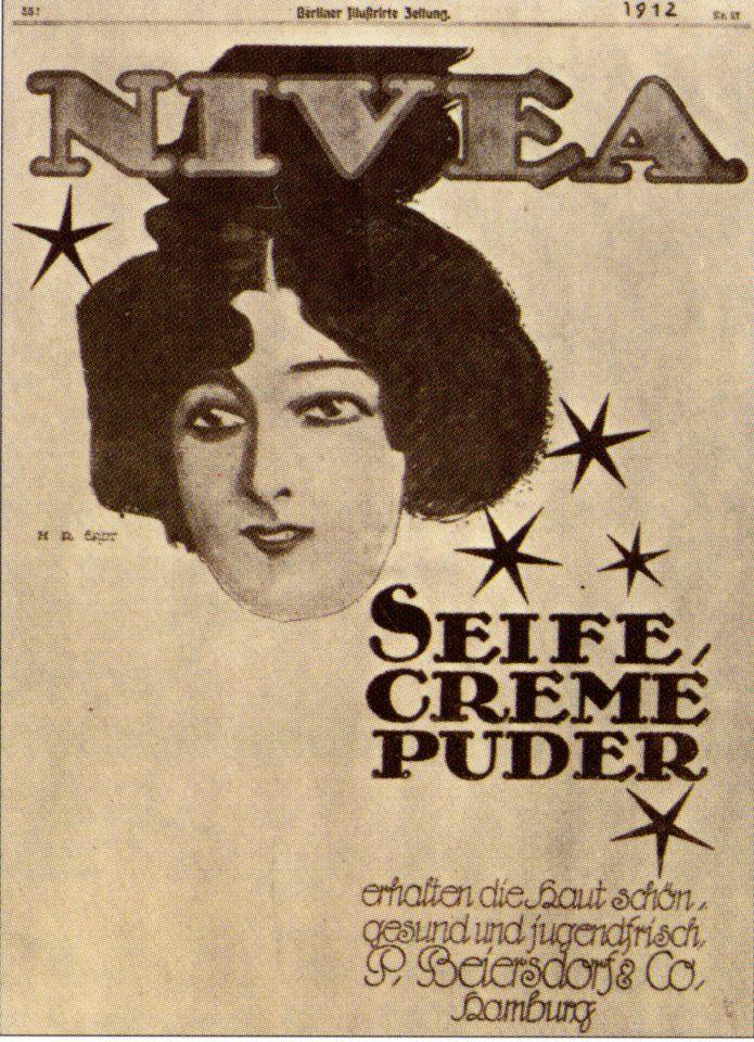 1912 hiess Werbung noch Reklame. Dieses Plakat hat der berühmte Hans Rudi Erdt für NIVEA entworfen - einer der ersten Grafiker, die sich auf Werbung spezialisiert hatten. Typisch für die Jahrhundertwende: die femme fragile… En 1912, la publicité portait encore le nom de réclame. Cette affiche a été réalisée pour NIVEA par le célèbre Hans Rud Erdt - un des premiers graphistes qui se soit spécialisé en publicité. Typique du changement de siècle: la femme fragile... #nivea #history