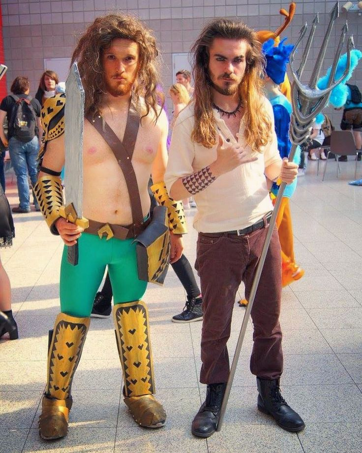 When our host @h4rdman took the meeting new people like you literally at his #comiccon social! #mcmLDN17 #aquaman #DC #DCcomics #DCcosplay #aquamancosplay #cosplay #cosplayer #cosplayers #cosplayersofinstagram