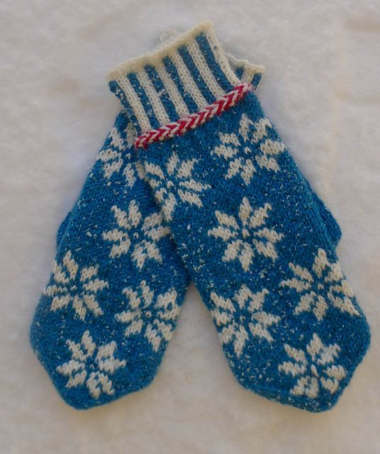 Ravelry: Inga mittens pattern by knitting krakspark