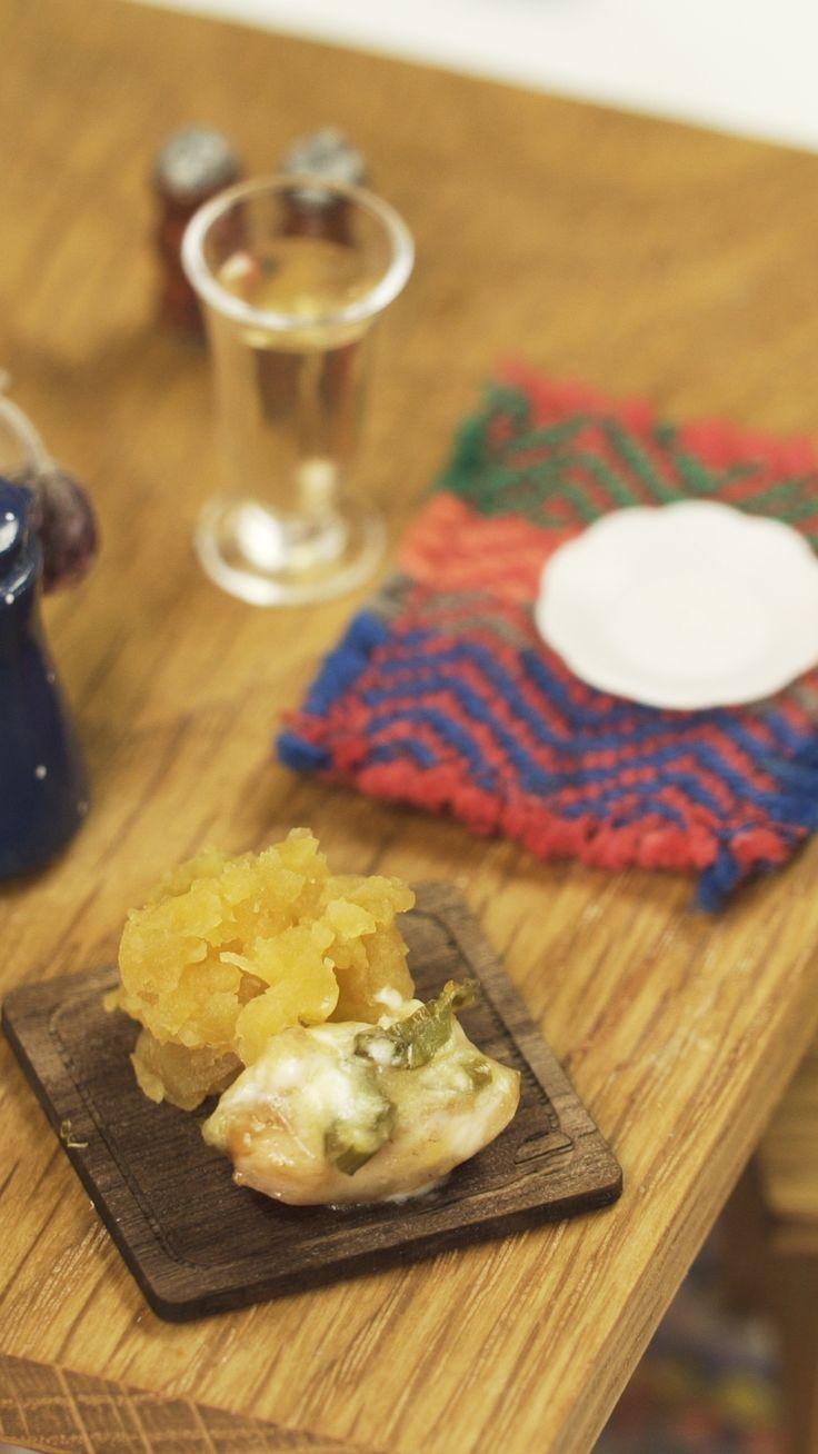 Una mini porción de Pollo debería ser suficiente Miniature Crafts, Miniature Food, Tiny Cooking, Tiny Food, Super Easy, Barbie, Cheese, Coin, Kitchen
