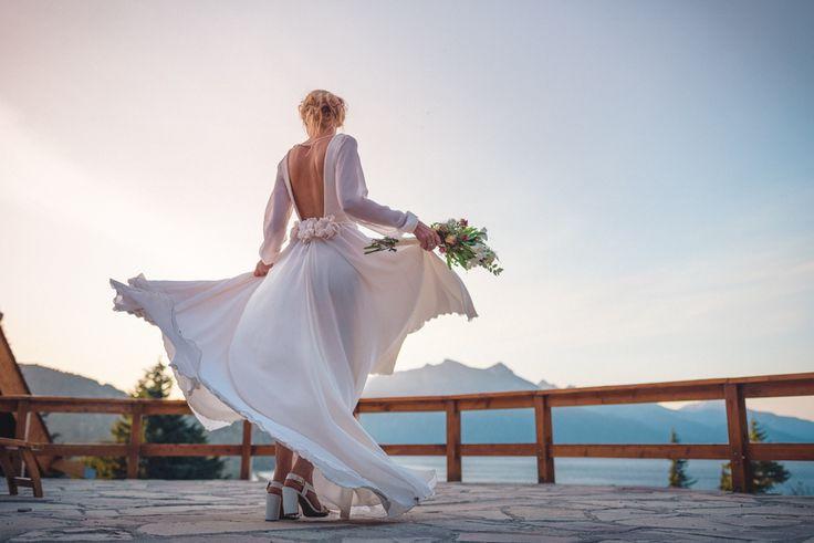 Vestido de novia. Casamientos en bariloche, hotel Tunquelén. wedding photographer samantacontin.com wedding dress, vestido da noiva