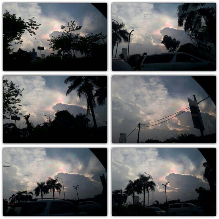 Pemandangan indah di hari rabu sore..., Masya Allah ada warna warni pelangi dibalik awan.. #rabu23nop16 #langitkelapagading