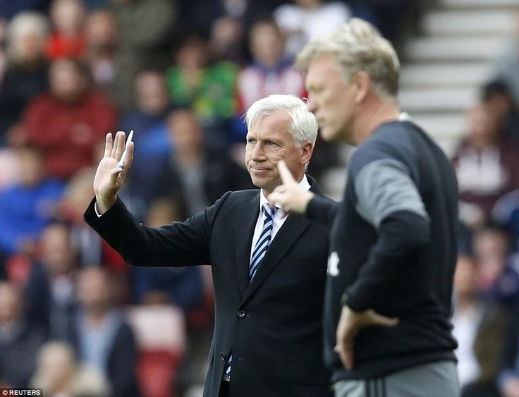 Alan Pardew and opposite number David Moyes stand on the Stadium of Light touchline as they dish out instructions