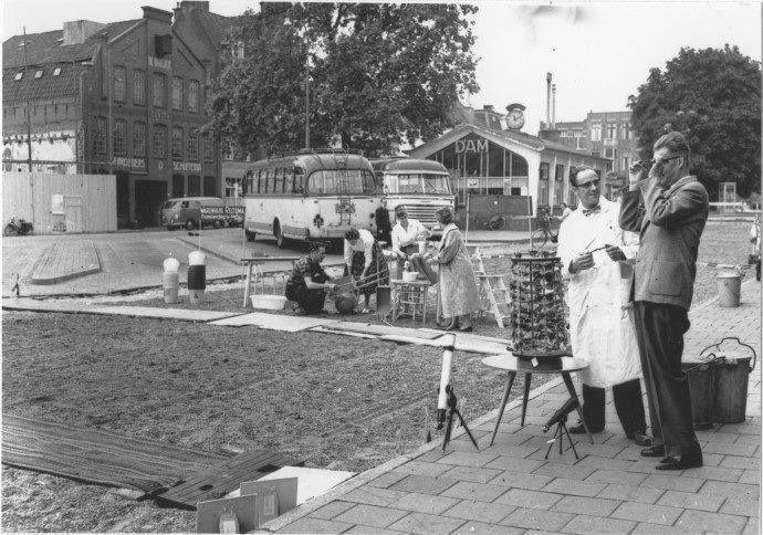Het Damsterdiep bij het busstation 1959 - Foto's SERC