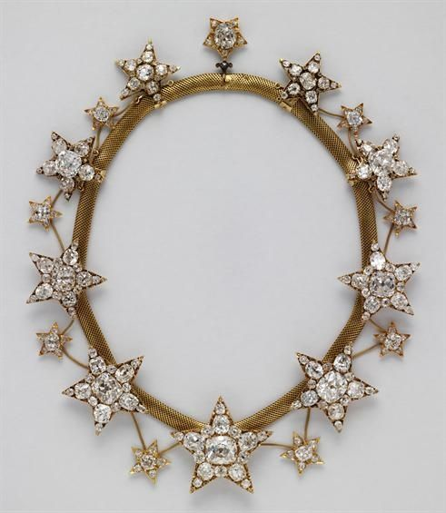 Portuguese Royal Jewels. The Necklace of the Stars was made in 1865 for the wife of King Luís I of Portugal, Queen Cosort Maria Pia of Savoy (via http://www.matrizpix.dgpc.pt/matrizpix/home.aspx)