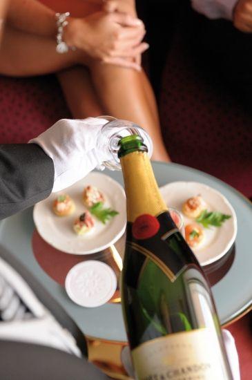 #MSCKreuzfahrten #Champagner