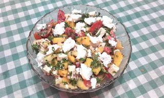 Retete cu margareta cismasiu: Salata de vara cu mango si trei feluri de branza