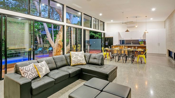 Executive Retreats Holiday Rentals Port Douglas Cairns Palm Cove Daintree Trinity Beach Clifton Beach Mission Beach Bedarra Island Newell Beach Oak Beach Wonga Beach  Holiday Home - Clifton Beach House