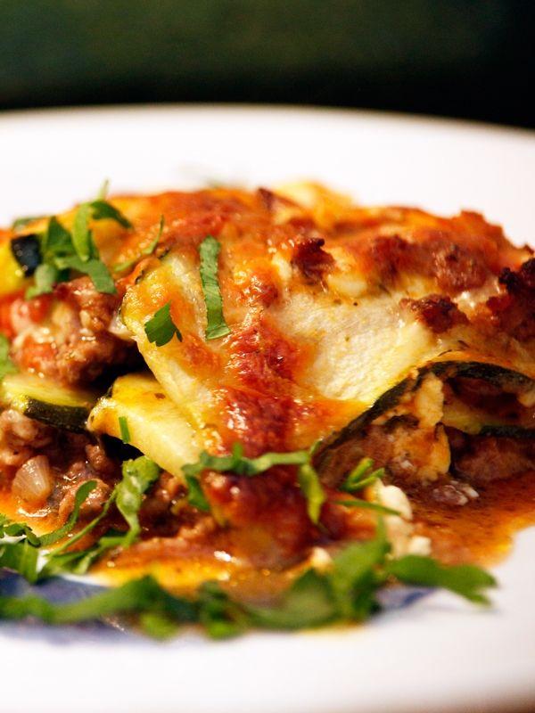 Lasagne klassisch mit Zucchini Teigschichten Auflauf mit Hack und Bechamelsoße - Italienische Rezepte