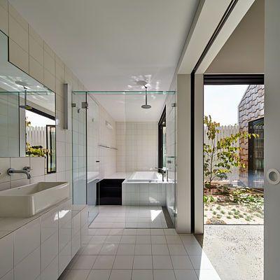 Interiéry jednotlivých staveb na sebe plynule navazují.