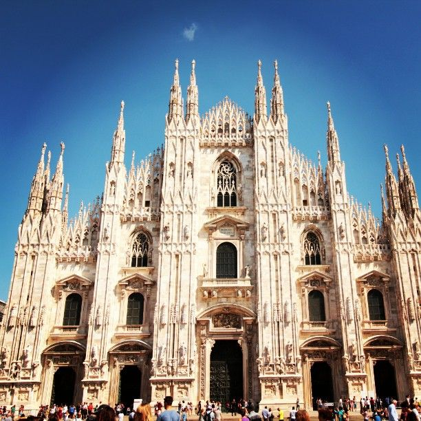Shopping at the Quadrilatero Della moda in Milan!#fashiondistrict#Milan#italy#duomo#cathedral#tour#picsoftheday#like#luxurytours#come to #italy#italycreative#travelagency#incentiveagency#