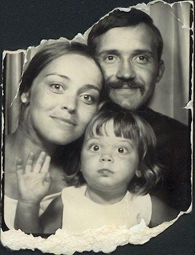 Such a cute family picture in a photobooth. Make wonderful memories with your kids while you can.