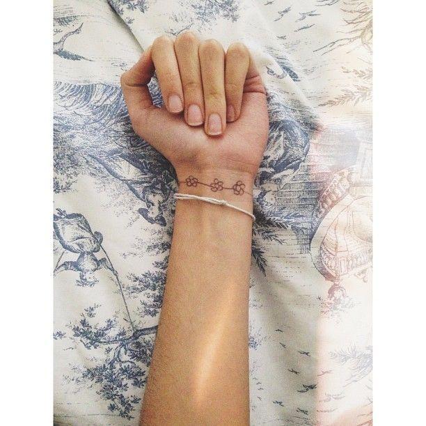 best bracelet tattoo for wrist google search bracelet tattoo pinterest minimal tattoo. Black Bedroom Furniture Sets. Home Design Ideas