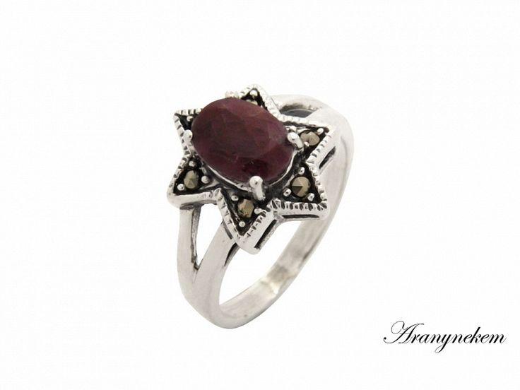 Rubin és markazit köves csillag motívumos ezüst gyűrű