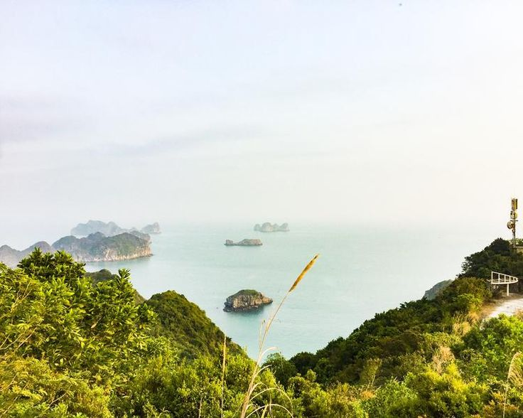 We did only plan for 8-10 days in Vietnam so we concentrated on the north and its must see places. One of them definitely is the Ha Long Bay area. A beautiful and affordable base to