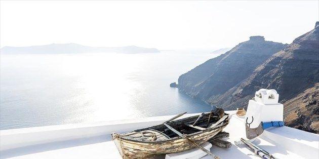 Ο Οδυσσέας Ελύτης αγάπησε και ύμνησε το ελληνικό καλοκαίρι και το Αιγαίο, όσο κανείς άλλος καλλιτέχνης. Εμείς επιλέγουμε το πλέον χαρακτηριστικό του ποίημα. Διαβάστε το και φτιάξτε τις δικές σας, καλοκαιρινές εικόνες.