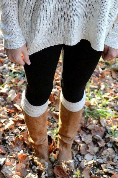 Bruine laarzen, lange lichte trui