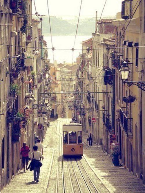 1. Destination   Lissabon - the hilly streets