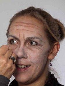 Als -alte Frau- für Karneval oder Mottoparty schminken - Augenfalten