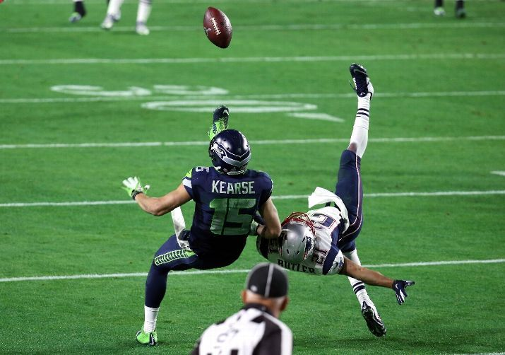 Jermaine Kearse makes a near impossible catch in the closing minute to give the Seahawks a chance to win the game.  Wasn't meant to be.