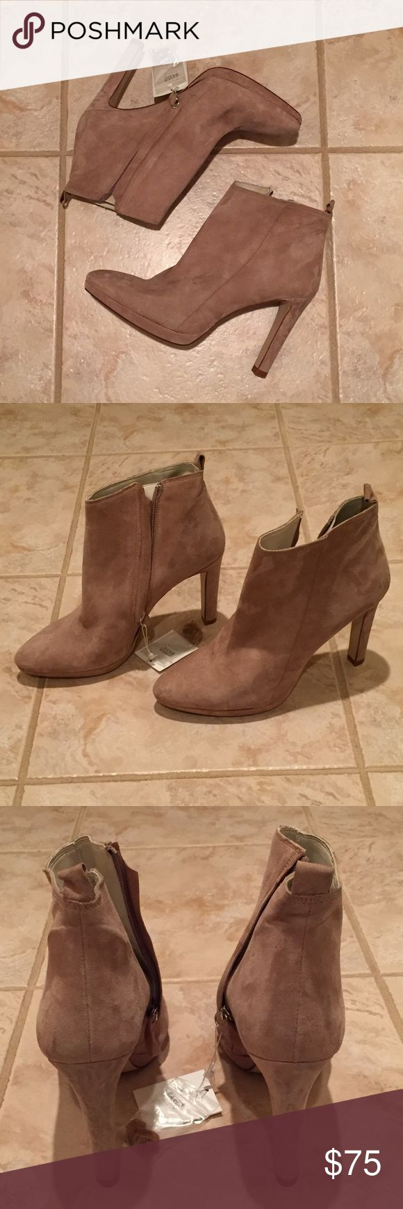 """Zara Suede Ankle Boots, NWT, Size 10 Whether it's paired with your favorite pair of jeans or with a dress, these are the perfect neutral ankle boots! True to size, better for a narrow size 10. Never worn! Heel measures approximately 4"""" Zara Shoes Ankle Boots & Booties"""