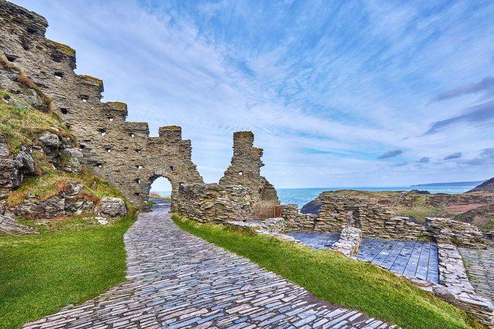 El palacio de las tinieblas descubierto en el sitio está estrechamente relacionado con la leyenda del rey Arturo | HuffPost