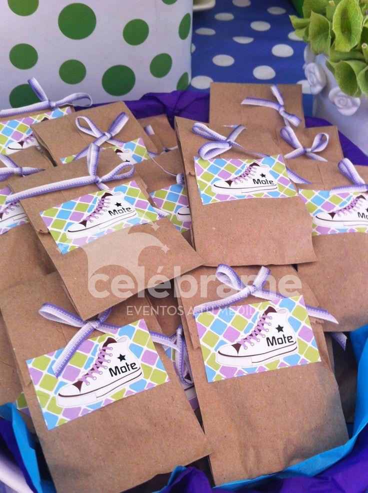 Mesa de dulces para xv a os en colores morado verde lim n for Mesas y sillas para 15 anos