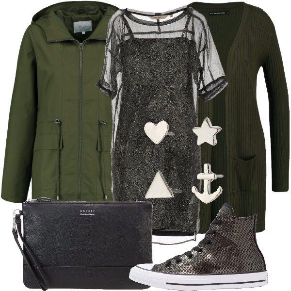 Un caldo cardigan verde scuro avvolge un abito formato da una sottoveste che si intravede attraverso ad un velo nero. La scarpa comoda vi permetterà di camminare in libertà tutto il giorno.