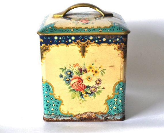 Antique french tin box 1920-1940. Lovely home decor in blue, turquoise and cream      Vintage condition with rust under and inside.    Measures