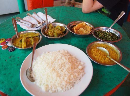 Rice and curry Sri Lanka. #SriLanka Traditional Sri Lankan food. #vegetarian #food #curry #rice #worldtravelfamily.com http://worldtravelfamily.com