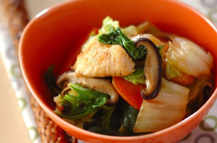 脂質の代謝を促進する働きのある鶏むね肉。ご飯が進む中華風炒め物。鶏肉と白菜の炒め物[中華/炒めもの]2013.01.21公開のレシピです。