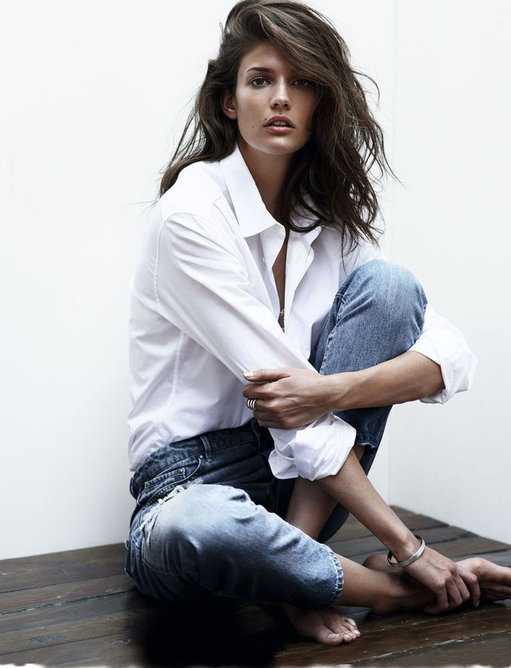 Kendra Spears, la nueva Cindy Crawford. Camisa Blanca, denim.