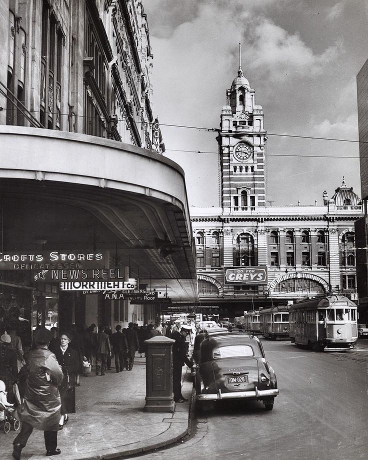 Elizabeth St, Melbourne. 1956. . #melbourne #melbournecity #1950s #elizabethst #monochrome #vintage #blackandwhite #bw #elizabethstreet #archives #50s #flindersststation #tram #melbournecbd #clock #trams #flindersstreetstation #trams #street #clocktower #melbmoment #bandw #streetshot #streetlife #streetscene #melbournehistory #bnw #vintagecar #melbournelife #streetphotography