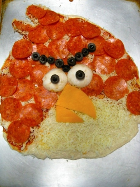 Angry Birds Pizza...the boys will think I'm the coolest mom EVER if I make this;)